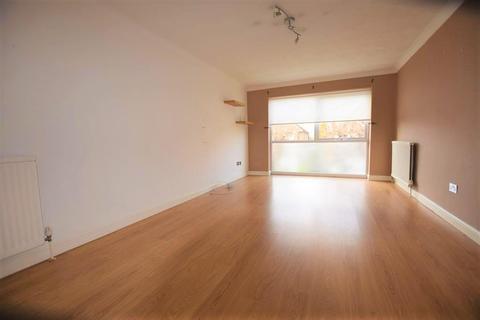 2 bedroom flat to rent - Princes Road, Romford, RM1