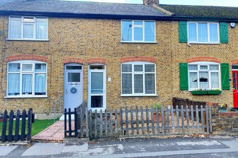 2 bedroom terraced house - Dagenham Road Romford