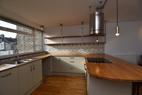 3 bedroom flat - John Street Rochester ME1