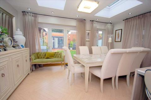 4 bedroom semi-detached house for sale - Greenways, Chelmsford