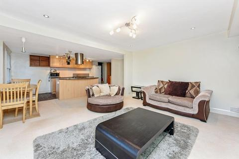2 bedroom flat - Prima Road, London SW9