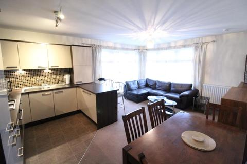 3 bedroom flat to rent - Hammerman Drive, Top Floor, AB24