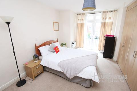 2 bedroom apartment - Middlepark Road, Northfield B31 - 8-8 Viewings
