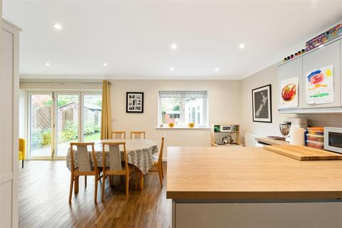 3 bedroom detached bungalow - Rosemary Lane, Horley
