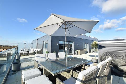 2 bedroom penthouse for sale - Lion Wharf Road, Old Isleworth