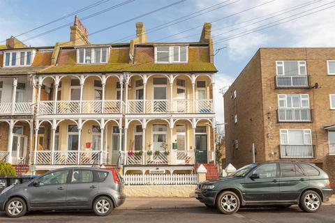 2 bedroom flat for sale - Minnis Road, Birchington