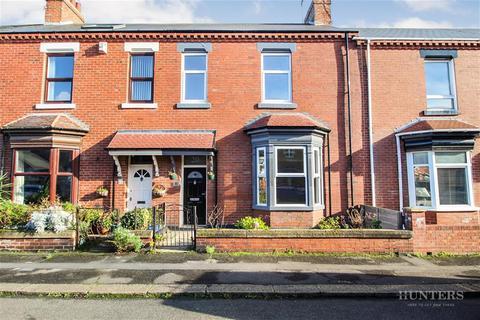 3 bedroom terraced house - Featherstone Street, Roker, Sunderland, SR6 0PE