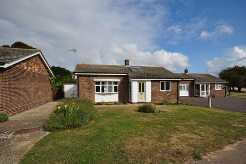 3 bedroom detached bungalow to rent - Rochford Way , Walton-on-the-Naze CO14