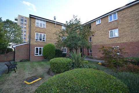 1 bedroom apartment - Merritt House, Frazer Close, Romford, Essex, RM1