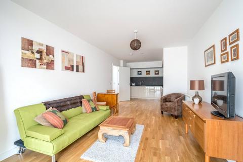 2 bedroom apartment - Butterfly Court, Bathurst Square, London, N15