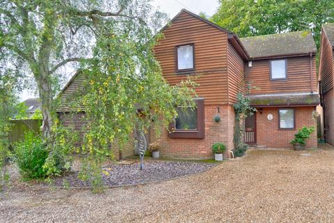 3 bedroom detached house for sale - Barn Farm, Oak Tree Rd, Marlow - NO UPPER CHAIN