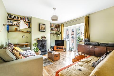 2 bedroom flat for sale - The Woodlands London SE19
