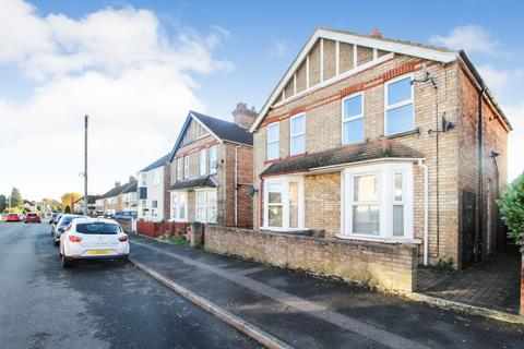 3 bedroom semi-detached house for sale - Thornton Street, Kempston, Bedford