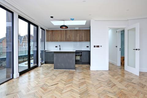 2 bedroom penthouse for sale - Southwood Lane, Highgate, N6