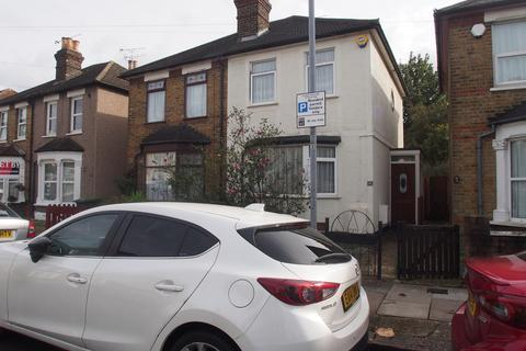 2 bedroom semi-detached house - Stockland Road, Romford