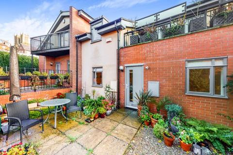 3 bedroom semi-detached house for sale - St. Cuthberts Court, Lincoln