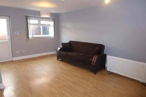 Studio to rent - Central Avenue, Hounslow