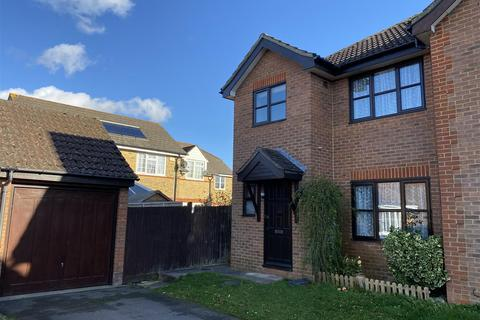 3 bedroom semi-detached house to rent - Warren View, Ashford
