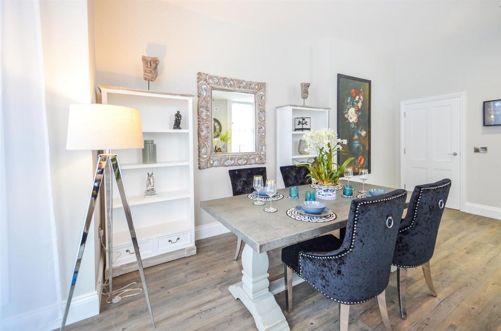 Show Home Dining
