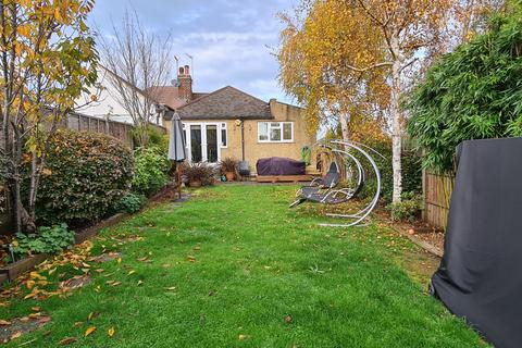 4 bedroom bungalow for sale - Connaught Avenue East Barnet, EN4
