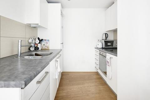 2 bedroom flat to rent - Lumina Building, 29 Prestons Road, London