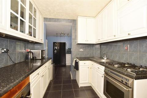 5 bedroom semi-detached house - Laurel Road, Gillingham, Kent