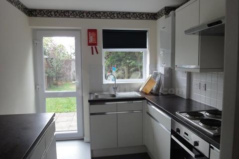 4 bedroom house share to rent - Notley End