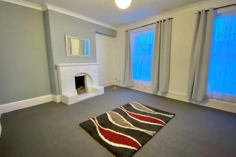 2 bedroom maisonette to rent - Church Street, Paignton TQ3