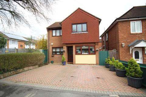 3 bedroom detached house for sale - Lancaster Road, Maidenhead