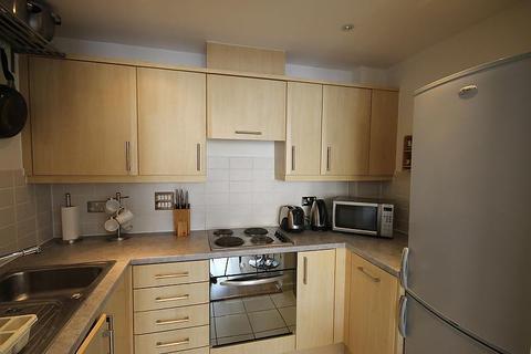 2 bedroom flat to rent - Wooldridge Close, Feltham, TW14