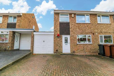 3 bedroom semi-detached house - Snowdon Close, Lincoln