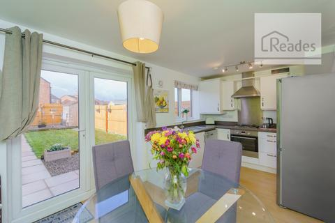 3 bedroom end of terrace house for sale - Chester Road, Oakenholt CH6 5