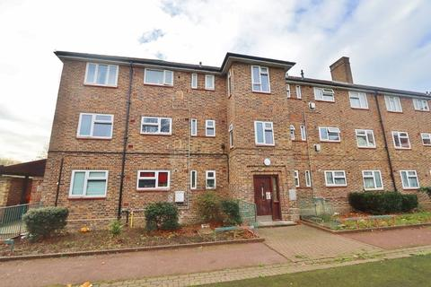 2 bedroom flat for sale - Wolverton House, Romford, RM3