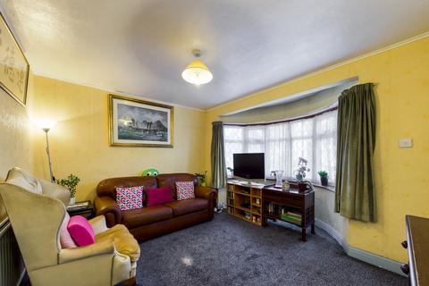 3 bedroom terraced house - Bideford Road, Ruislip