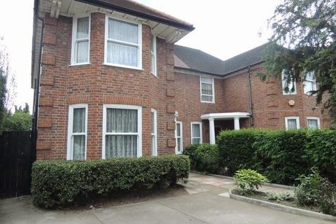 4 bedroom property - Lynton Road, Acton