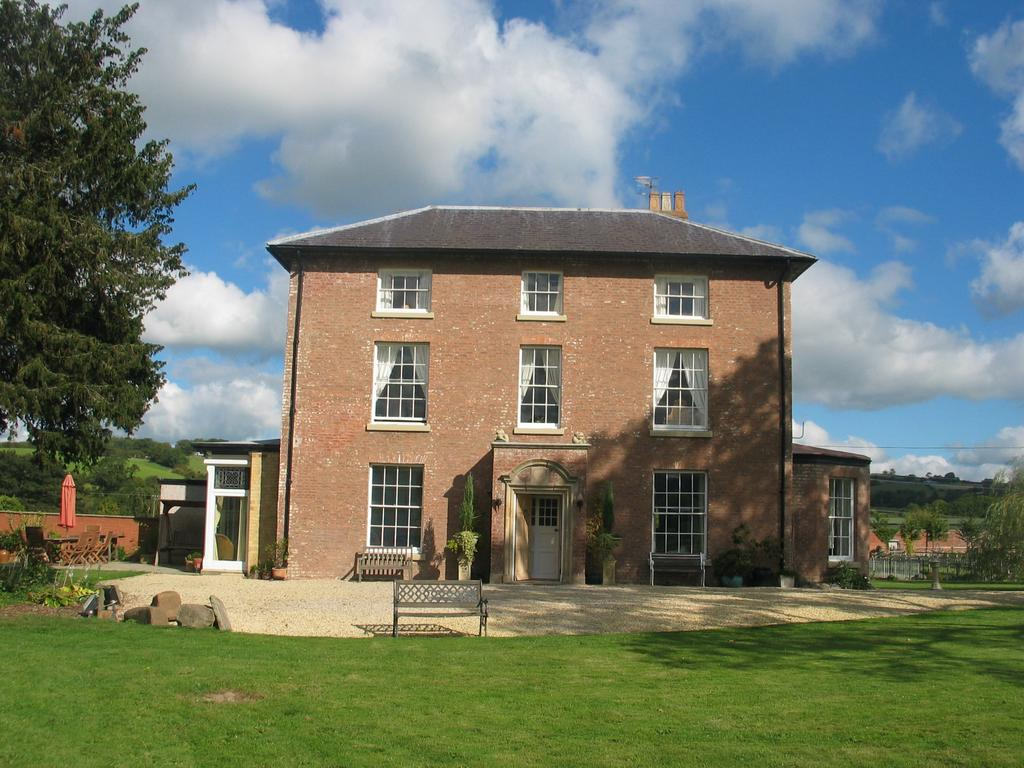 2 Bedrooms Apartment Flat for sale in Newtown, Powys