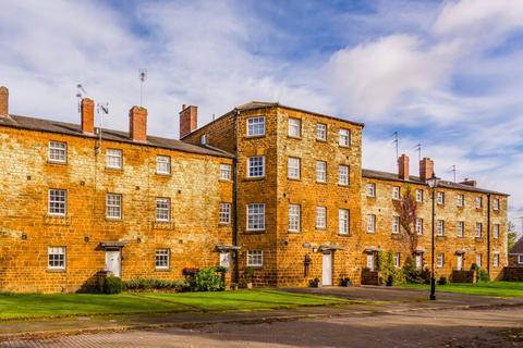 3 bedroom house for sale - Gilbert Scott Court, Towcester
