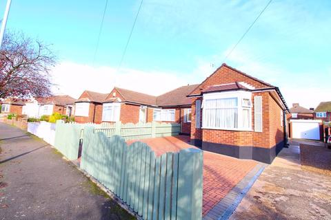 3 bedroom bungalow for sale - Immaculate Bungalow on Cranbrook Drive, Luton