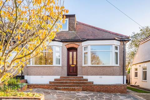 3 bedroom bungalow for sale - Shepherds Hill, Harold Wood, RM3