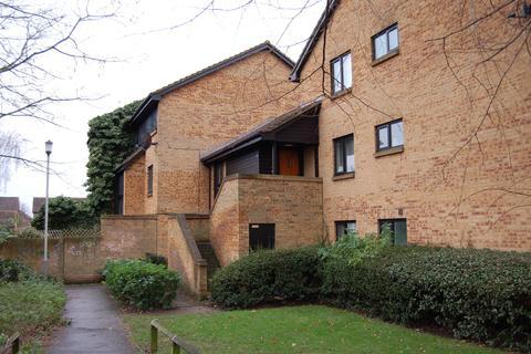 Studio to rent - Tanglewood Way, Feltham, TW13