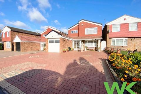 4 bedroom detached house for sale - St Davids Close, West Bromwich, B70