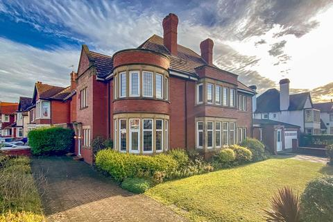 5 bedroom detached house for sale - Clifton Drive South, Lytham St. Annes, FY8