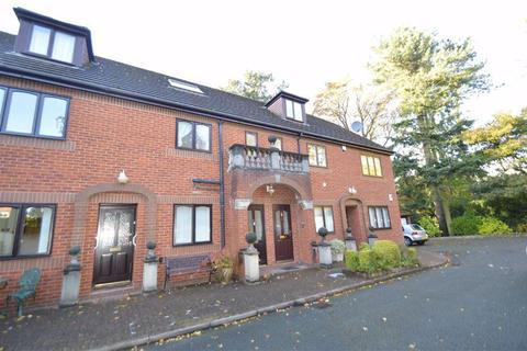 3 bedroom apartment - Victoria Road, Macclesfield