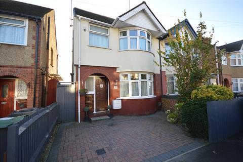 3 bedroom semi-detached house - Grosvenor Road, Luton, Bedfordshire, LU3