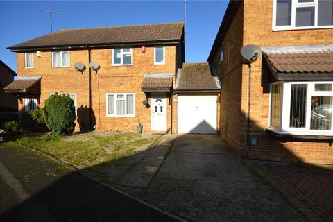 3 bedroom semi-detached house - Goldcrest Close, Luton, Bedfordshire, LU4