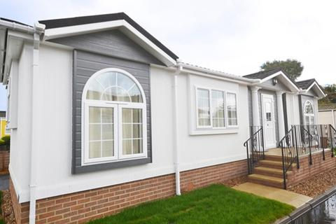 2 bedroom park home - Chertsey, Surrey, KT16