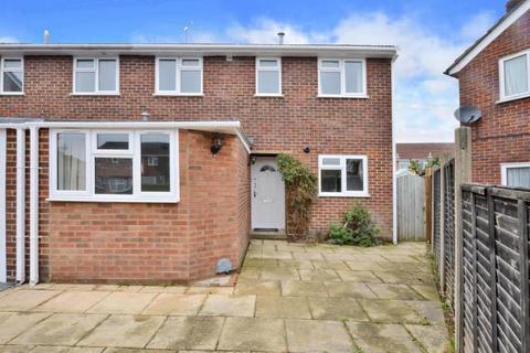 3 bedroom semi-detached house to rent - Blackwater,  Hampshire,  GU17