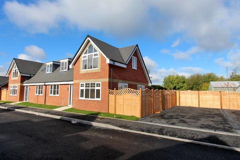 3 bedroom semi-detached bungalow for sale - Off Church Road, Bradmore, Wolverhampton, WV3