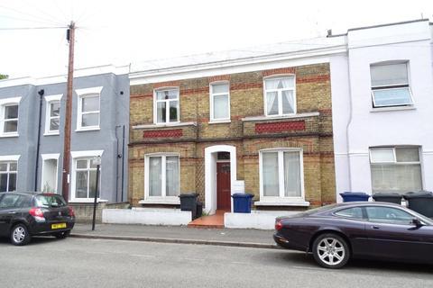 2 bedroom flat - Vale Grove, Acton, W3