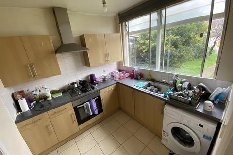 2 bedroom flat to rent - Tanners Lane, Ilford